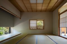 Image 5 of 15 from gallery of A Nurturing Family Home / Takashi Okuno & Associates. Photograph by Shigeo Ogawa Japanese Garden Design, Japanese House, Japan Architecture, Interior Architecture, Tatami Room, Window Design, Cladding, Living Area, Living Room