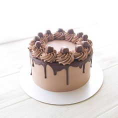 """1,643 отметок «Нравится», 42 комментариев — Марина Чернышева (@murrrrr26) в Instagram: «Тортик """"Ничего лишнего"""" Все очень шоколадно,карамельно и орехово!❤…» Cake Decorating Designs, Creative Cake Decorating, Creative Cakes, Chocolate Cake Designs, Chocolate Drip Cake, Chocolate Birthday Cake Decoration, Birthday Cake Decorating, Cake Works, Basic Cake"""