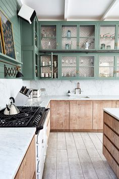 Stylish Elegant Wooden Kitchen Design Ideas You Must Have Interior Ikea, Interior Simple, Interior Modern, Interior Decorating, Traditional Interior, Interior Architecture, Decorating Ideas, Interior Design, Green Kitchen