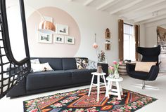 Vt wonen | bohemian style | use of contrast | black, white with warm colors