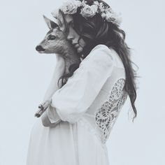 Portrait - Bohemian Fashion - Deer - Wildlife - Black and White - BOHO - Hippie - Photography Hippie Style, Hippie Boho, Bohemian Bride, Bohemian Fashion, Hippie Masa, Dark Bohemian, Bohemian Soul, Boho Girl, Gypsy Soul