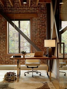 Luxury Home Office Design Ideas. Hence, the requirement for house offices.Whether you are intending on adding a home office or restoring an old space into one, right here are some brilliant home office design ideas to assist you start. Modern Brick House, Brick House Designs, Brick Design, Industrial Home Offices, Industrial House, Industrial Style, Industrial Pipe, Office Interior Design, Office Interiors