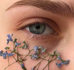 5 Best Summer 2019 Makeup Trends You Need To know. 5 Best Summer 2019 Makeup Trends You Need To know. Aesthetic Eyes, Flower Aesthetic, Aesthetic Makeup, Blue Aesthetic, Aesthetic Vintage, Aesthetic Photo, Aesthetic Pictures, Eye Photography, Creative Photography