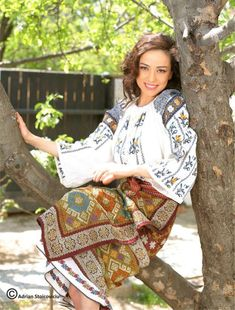 Romanian People, Romanian Women, Romanian Flag, Folk Costume, Costumes, European Girls, Europe Fashion, Legging, Ethnic Fashion