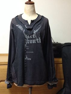 バンド ボーイ ロングT - 1USED(古着)の長袖Tシャツをリメイク。同じくUSEDのデニンスを前身頃と袖にドッキング。アシンメトリーなデザインに仕立てま...|ハンドメイド、手作り、手仕事品の通販・販売・購入ならCreema。