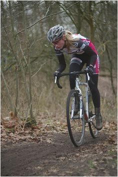 Women Cyclocross. Bicycles Love Girls.  http://bicycleslovegirls.tumblr.com