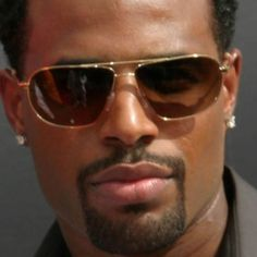 Shawn Wayans cool in sunglasses