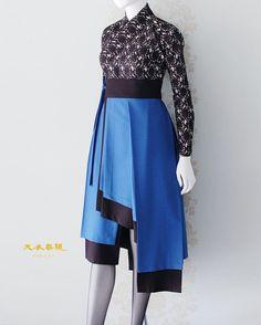 비대칭 생활한복의 세계 의봉 조영기 한복디자이너 《천의리을 2단 허리치마》 세 상 에 서 가 장 아 름 다 운 천 의 무 봉 한 복 #art #artist #hanbok #designer #korea #vogue #fashion #fashionblogger #fashiondesigner #model #dress #traditional #clothes #천의무봉 #생활한복 #디자이너 #한복 #koreanstyle #koreanculture #허리치마 #koreanfashion #전통한복 #koreanfood #collection #london #답호 #linen