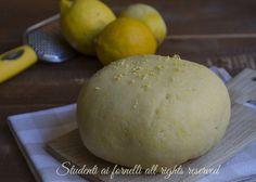 Pasta frolla al limone per biscotti e crostate, ricetta facile e veloce frolla aromatizzata al limone..