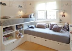 Giường và tủ của bé được kết hợp