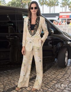 Izabel Goulart is our first celebrity sighting ahead of the 2019 Cannes Film Festival. I'm glad the film festival is a week and a day after the Met Gala, Izabel Goulart, Haute Couture Looks, Palais Des Festivals, Elle Fanning, Victoria Secret Fashion Show, Red Carpet Looks, Cannes Film Festival, Red Carpet Fashion, Classic Looks