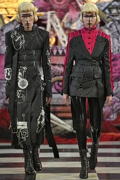 See all the Collection photos from Dilara Findikoglu Spring/Summer 2018 Ready-To-Wear now on British Vogue Dark Fashion, Fashion Art, Editorial Fashion, Runway Fashion, High Fashion, Fashion Show, Fashion Looks, Fashion Outfits, Fashion Design