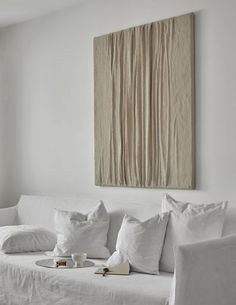 Stunning tactile art by Swedish artist Anette. Tactile art displayed in minimal homes. An interview with Anette Hallbäck on Scandinavian interiors blog Hege in France. #art #artist #whiteinteriors