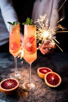 Champagne cocktails are always popular for Sunday brunch or any kinds of celebrations. 25 Champagne Cocktails for Celebrating with F. New Year's Eve Cocktails, Prosecco Cocktails, Christmas Cocktails, Sangria, Frozen Cocktails, Fall Wedding Cocktails, New Years Eve Drinks, Fall Drinks, Holiday Drinks