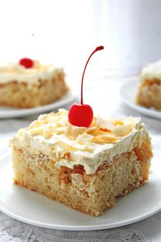 Pina Colada Cake - sweet and delicious cake with coconut, pineapple and rum! Crazy good! crunchycreamysweet.com