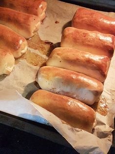 Bread Bun, Dutch Recipes, What To Cook, Party Snacks, Hot Dog Buns, Crackers, Hamburger, Food And Drink, Favorite Recipes