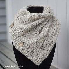 FREE!! Ravelry: Comfy Squares Buttoned Cowl pattern by Rebecca Langford