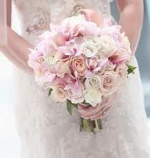 """bouquet rond roses - mélanges de couleurs poudrées.. pas de fausse note avec """"la blancheur"""" des roses du coup ;)"""