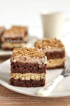 Ciasto czekoladowe przełożone masą kajmakową ze skarmelizowanym, chrupiącym słonecznikiem. Ciasto jest pyszne, sycące, słodkie, ale nie przesłodzone. Masa krówkowa i... Pineapple Coconut Bread, Breakfast Menu, Tiramisu, Sweet Tooth, Deserts, Dessert Recipes, Tasty, Sweets, Diet