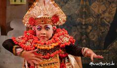 Baristänzer - 5 Tipps gegen Lampenfieber Auch wenn du an deine Performance keinen spirituellen Anspruch hast, kannst du was von der Haltung balinesischer Tänzer und Schattenspieler lernen. (Foto: Ein junger Tänzer auf Bali)