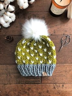 Knitted Hats Kids, Knitting For Kids, Knitting Projects, Baby Knitting, Crochet Hats, Crochet Patterns For Beginners, Knitting For Beginners, Knitting Patterns, Fur Pom Pom Hat