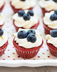 Red Velvet Brownie Cups with Cream Cheese Frosting - delicious little cupcakes perfectly decorated for your summer BBQ Cupcake Recipes, Baking Recipes, Dessert Recipes, Just Desserts, Delicious Desserts, Yummy Food, Best Homemade Bread Recipe, Red Velvet Brownies, Strawberry Trifle