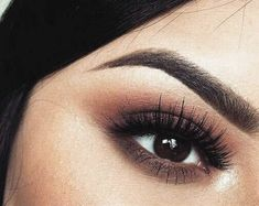 eye makeup natural These are the best natural eye makeup looks to try out! These eye makeup looks will flatter everyone for any occasion. Rocking a natural eye makeup is a safe choic Natural Eyes, Natural Eye Makeup, Eye Makeup Tips, Skin Makeup, Makeup Hacks, Makeup Eyeshadow, Makeup Ideas, Matte Eye Makeup, Eyeshadows