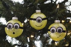 Since my kids are all about the minions, we made our own Minion Glitter Ornaments. Today we want to share the fun and easy tutorial with you. DIY Glitter Minion Ornaments are fun to make with your …