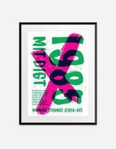 Skarp, provokerende og oprørsk. Michael Strunge (1958-86) er en af de  vigtigste digtere i den generation af danske poeter, som er blevet kaldt  firserdigterne og punkpoeterne. I Strunges digte kæmper smerten med  skønheden, ensomheden med kærligheden og mennesket med snerrende bånd og  strukturer. Strunge skrev ekspressivt om storbyens neonunivers og om en  vingeskudt ungdoms drømme om gennem kaos at finde noget nyt. Det er livet,  nuet, friheden og inderligheden, det gælder. Strunges…