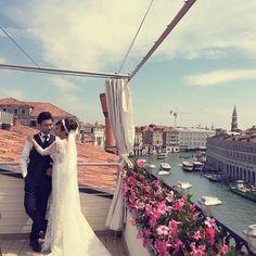 A #fairytale in #Venice #rooftop #rooftopterrace #fairystory #grandcanal #sky #sanmarco #wedding #weddinginvenice #groom #bride #wed #married #venezia #casagredohotel #luxuryhotel #flowers