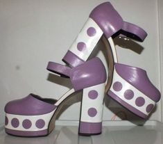 Amazing purple and white platform vintage shoes. There are amazingly high vintage platforms. The body of the shoe is made of purple Source by veroneuens vintage 70s Shoes, Crazy Shoes, Me Too Shoes, Funky Shoes, Mode Vintage, Vintage Shoes, Vintage Outfits, Vintage 70s, Vintage Purses