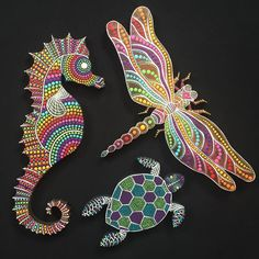No photo description available. Dot Art Painting, Rock Painting Designs, Mandala Painting, Stone Painting, Seahorse Art, Dragonfly Art, Mandala Art Lesson, Painted Rocks Craft, Cool Art Projects