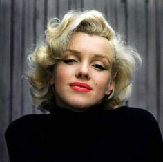 Marilyn Monroe - Photo by Alfred Eisenstaedt - LIFE magazine - May, 1953 Old Hollywood Hair, Hollywood Glamour, Hollywood Stars, Hollywood Actresses, Classic Hollywood, Pin Up, Fotos Marilyn Monroe, Marilyn Monroe Hair, Marilyn Monroe Wallpaper