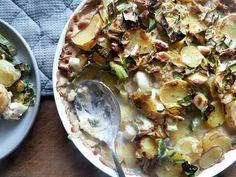 Leckerer Kartoffel-Lauch-Auflauf mit Sojasahne. Eine tolle Beilage, oder auch als einfaches Hauptgericht. Dazu vegan und glutenfrei.