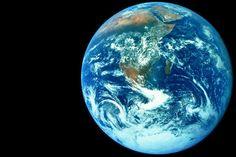 Wie schwer ist die Erde?Und wie kann man die Masse der Sonne bestimmen? Solche Fragen stellten sich die Astronomen schon vor Jahrhunderten, nachdem Nikolaus Kopernikus die Erde als Planet entlarvt und Galileo Galilei die Sonne aufgrund ihrer Flecken als ganz normales Forschungsobjekt erkannt hatte.