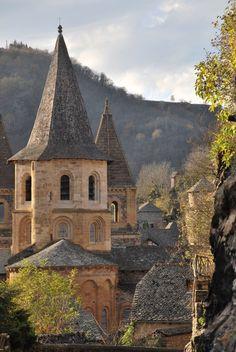 Clocher du prieuré Ste Foy de Conques - à 1H45 de Brin de Cocagne - chambre d'hôtes écologique de charme dans le Tarn près d'Albi - Brin de Cocagne