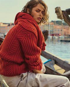 """1,463 Beğenme, 2 Yorum - Instagram'da Vogue Türkiye (@vogueturkiye): """"Yazdan sonra, sonbahardan önce. Kafası karışık havalarda ya da güneş batınca. Pre-fall 2017…"""""""
