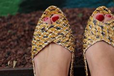 A classic made sustainable! The platform is made from 100% cork and the elegant design makes it perfect for your every day (and night) looks. The original and colorful pattern of fish scales type makes this peep toe ballerina unique!