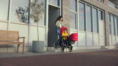 Il passeggino Donkey 3 Fratellare è adatto per 2 bambini di età vicina. Comodo e funzionale si adatta a qualsiasi esigenza della famiglia, infatti in soli tre click si estende e si trasforma da passeggino doppio a singolo, permettendoti di andare a passeggio con entrambi i bimbi o solo uno dei due. Le sedute e le navicelle sono intercambiabili e s'invertono a seconda della posizione desiderata. Ben 17 sono le configurazioni possibili. Desiderata, Bugaboo, 3, Baby Strollers, Children, Baby Prams, Young Children, Boys, Kids