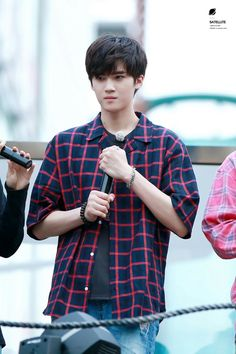 Yanan is another cutie who is confusing who my bias is in pent gon