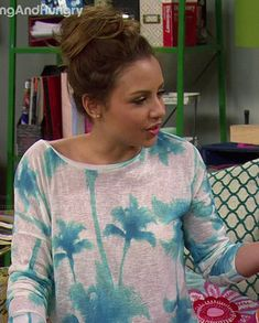 Sofia's blue palm tree sweatshirt on Young and Hungry.  Outfit Details: http://wornontv.net/35325/ #YoungandHungry