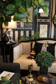 This is a special setting....love all the black and cream! and the fabulous accessories. Well done!