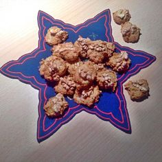 """Tahle """"heboučká"""" dobrota se u nás podávala na závěr štědrovečerní večeře v době, když jsem byla ještě malá holka. Tento zvyk jsem si osvojila a přenesla i do své do... Cookies, Desserts, Food, Crack Crackers, Tailgate Desserts, Deserts, Biscuits, Essen, Postres"""