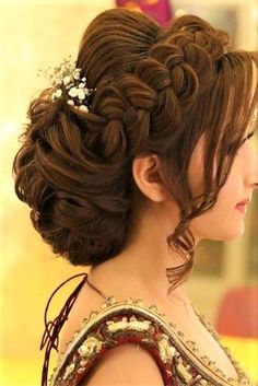 Easy Wedding Hairstyle Ideas for Women Bridal Hair Easy hairstyle Ideas wedding women Pakistani Bridal Hairstyles, Bridal Hairstyle Indian Wedding, Pakistani Bridal Makeup, Bridal Hair Buns, Bridal Hairdo, Hairdo Wedding, Simple Wedding Hairstyles, Wedding Hair And Makeup, Indian Hairstyles