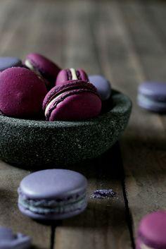 Blackberry Balsamic Macarons | Foodlovin'