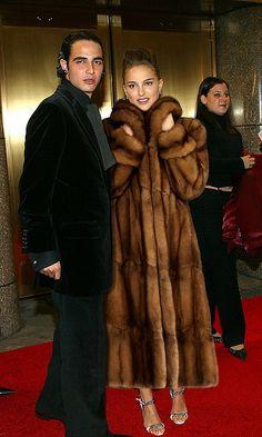 2002 VH1 Vogue Fashion Awards - Arrivals |  arriving in sable
