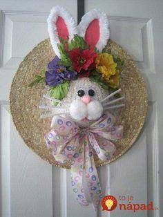 Krátko pred Veľkou nocou vybrala šikovná mamička zo skrine starý klobúk: Stačilo pár minút má z neho prenádhernú jarnú ozdobu!