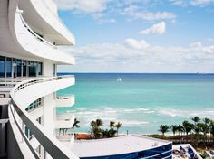 My other fave Miami hotel, reminds me of Laura's bachelorette party... Fontainebleau Miami Beach #jetsettercurator