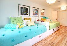 Three Twin Beds Design Ideas, Pictures, Remodel and Decor Sister Bedroom, Girls Bedroom, Room Girls, Teen Bedrooms, Shared Bedrooms, Ikea Kids Bed, Teen Girl Rooms, Kids Rooms, Teen Room Decor