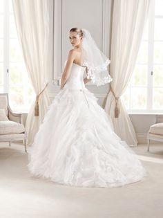 """Espalda del #vestido de #novia de la colección """"La Sposa 2015"""" con corte de princesa, palabra de honor y escote de corazón. Modelo ELEMIRE. chantu.es"""